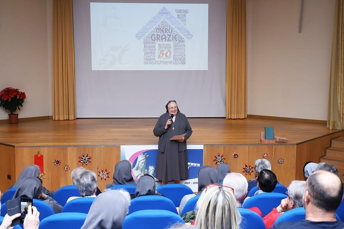 Discorso Madre Yvonne Reungoat in auditorium per i 50 anni di Casa Generalizia