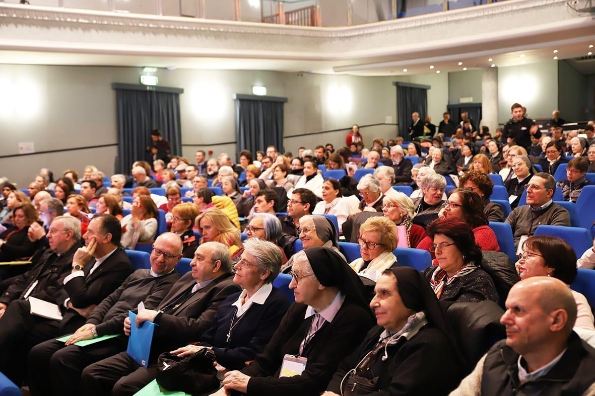 partecipanti in sala Giornate Spiritualità Famiglia Salesiana 2020