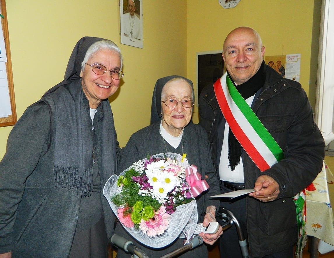 Festa 100 anni sr Adelina