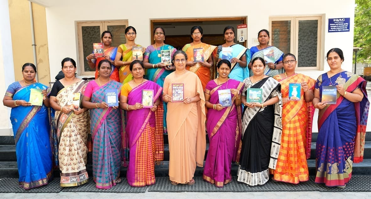Foto di gruppo studenti Auxilium College Vellore - India