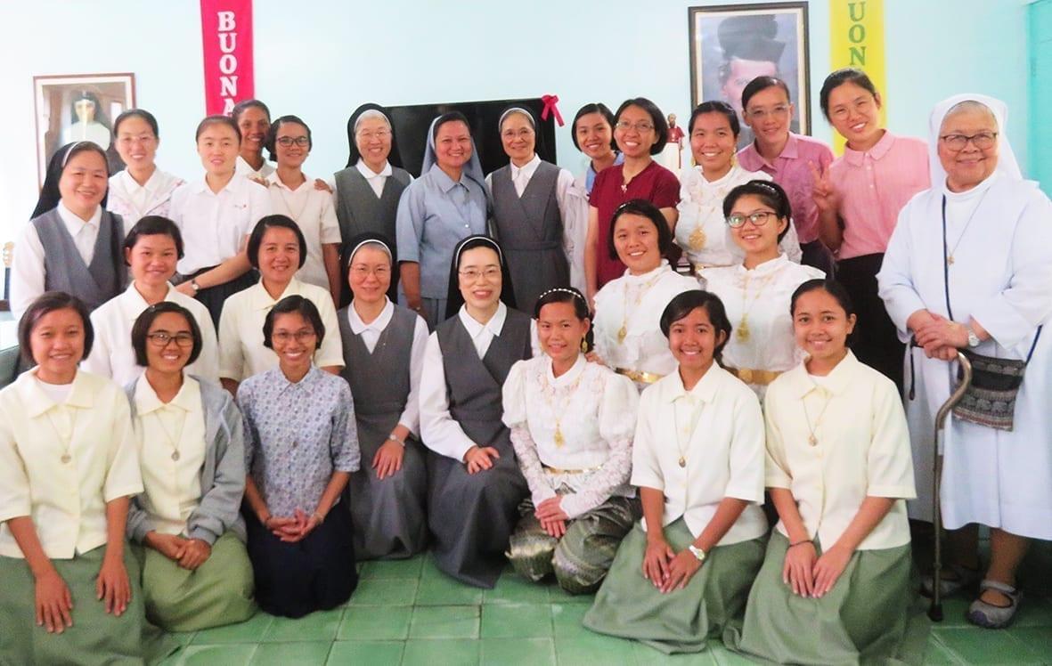 Visita delle Suore dei Sacri Cuori di Gesù alle giovani in formazione FMA delle Filippine
